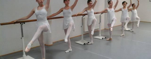 Montag 19:oo – 20.3o Uhr Ballett Basic Dauer 9o min....